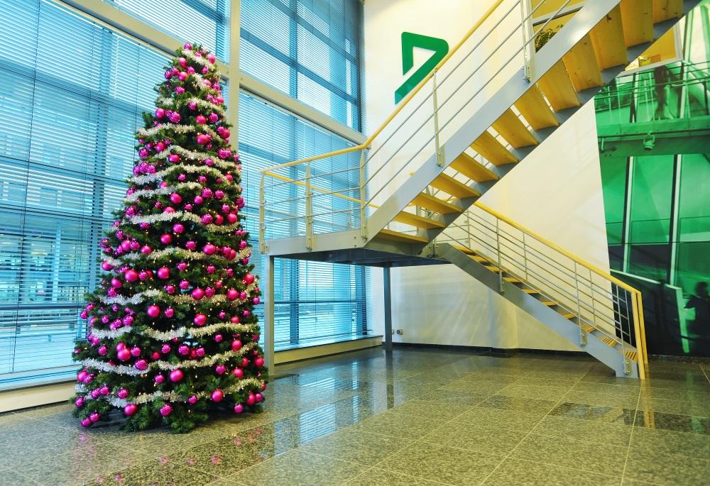 Kerst-kerstboom-ingang_Ten-Brinke-Interieurbeplanting.jpg