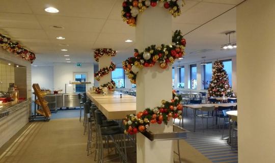 Huur kerstdecoratie voor bedrijfsrestaurant