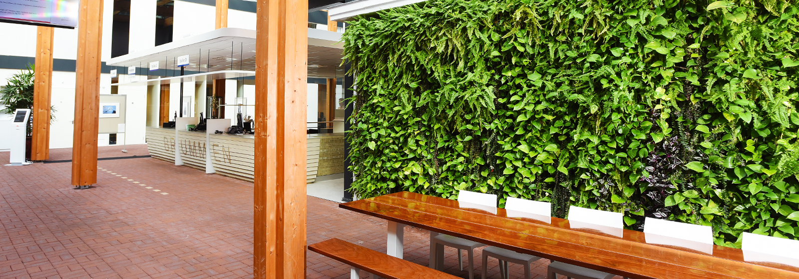 Plantenwand-kantoor.jpg