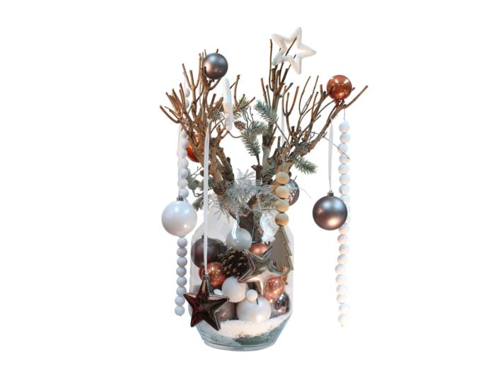 Glazen vaas gevuld met kerstdecoratie thema urban nature