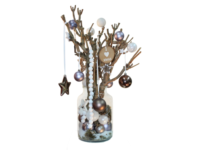 Glazen vaas gevuld met kerstdecoratie thema winter sky