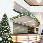 Kunstkerstbomen met groen en wit kleurcombinatie