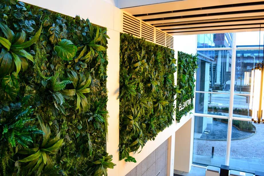 Kunstplantenwand-Coengebouw-Amsterdam-2.jpg