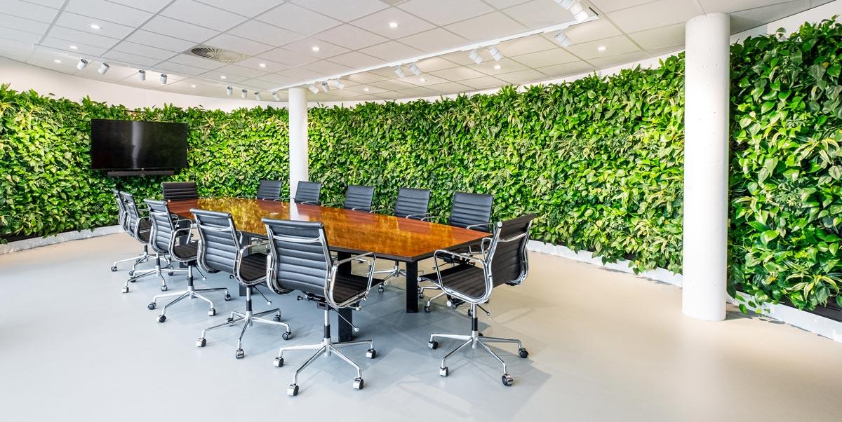 Plantenwand in vergaderruimte