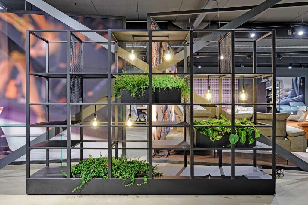 Kantoorafscheiding staal met planten