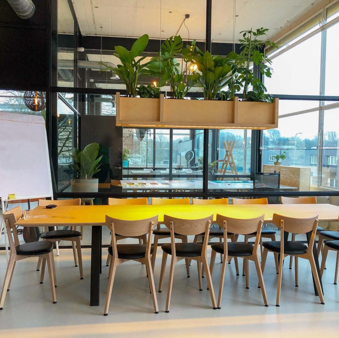 rechthoek-plantenbak-hangend-hout-2-1100x1097.jpg